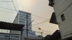 El tricolor nacional entre el humo. Hospital miliitar de Quito.