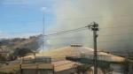 Incendio forestal al nor oriente de Quito, lo escarpado del terreno dificultaba el trabajo a los bomberos.